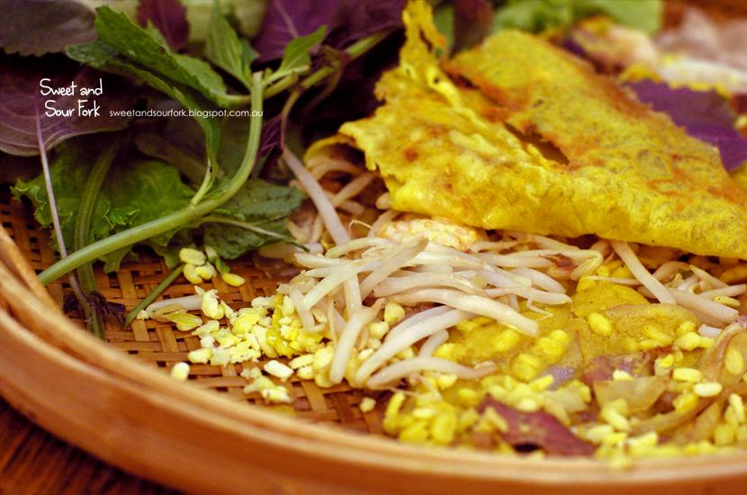 Combination Pork and Prawn Crispy Vietnamese Pancake ($14.8)