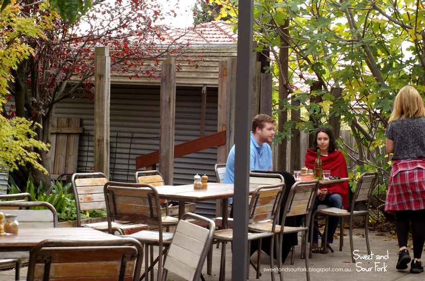 (6) Courtyard