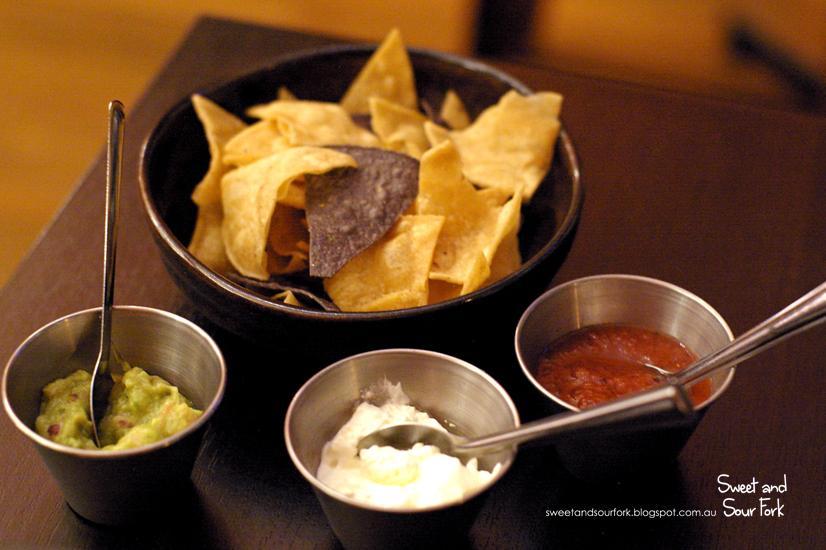 Tres Salsas con Totopos ($10)
