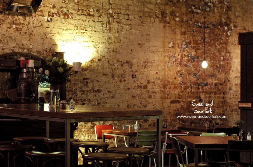(4) Interior