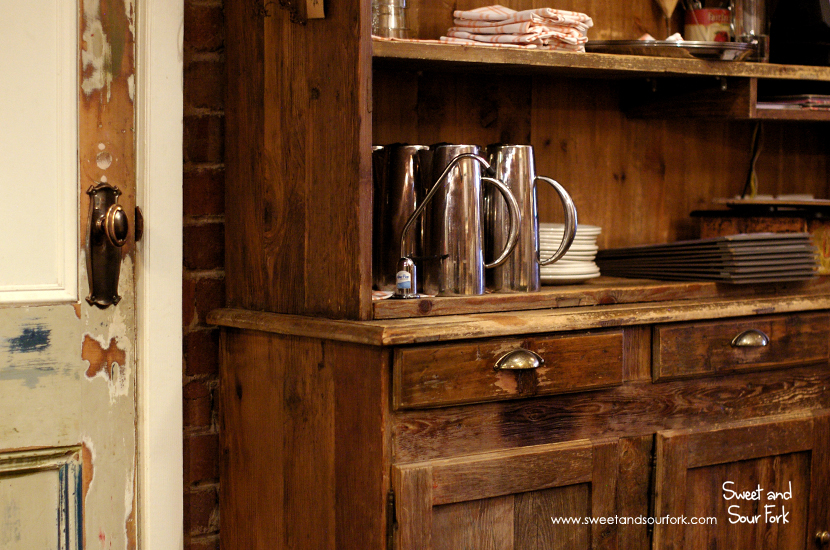 (4) Cupboard