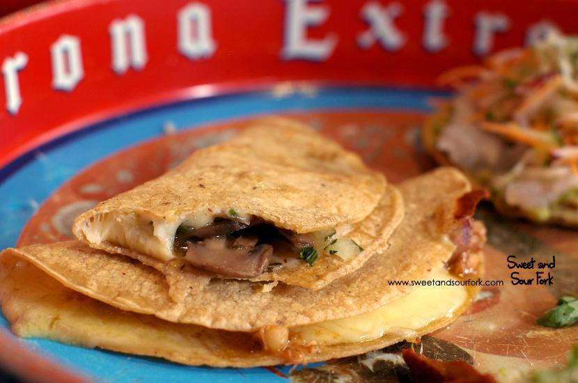 Hongos Quesadilla ($4.5)/Tinga de Pollo Quesadilla ($5)