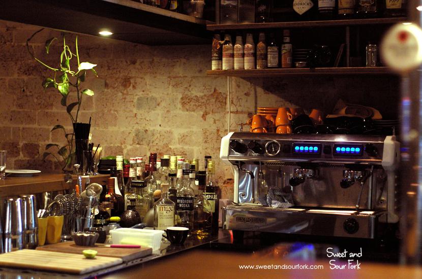 (2) Bar