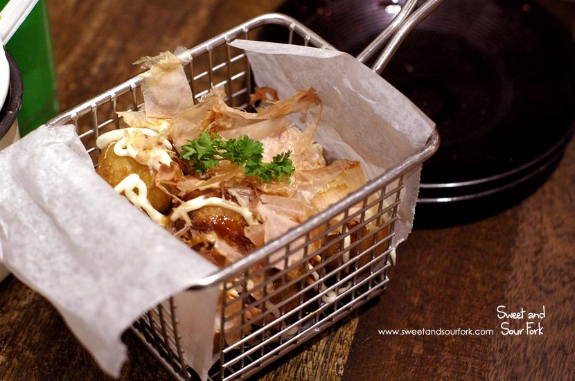 Takoyaki ($6.9, 8pcs)