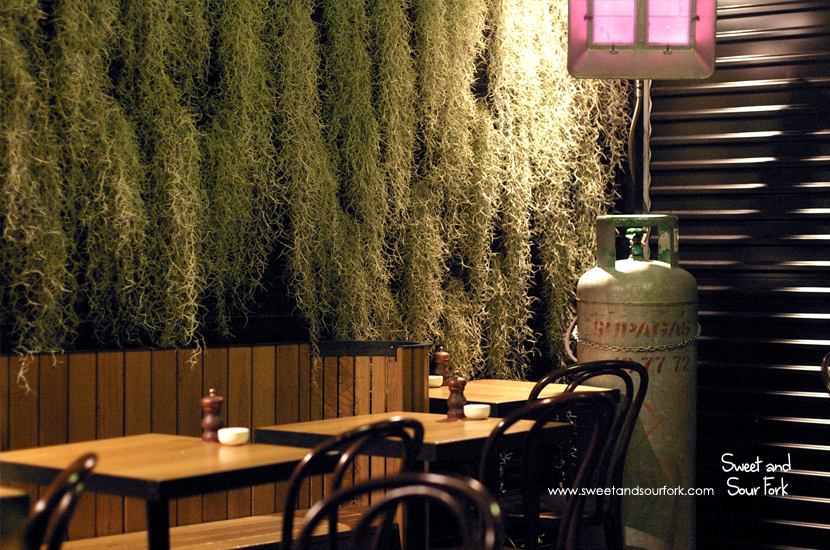 (4) Courtyard