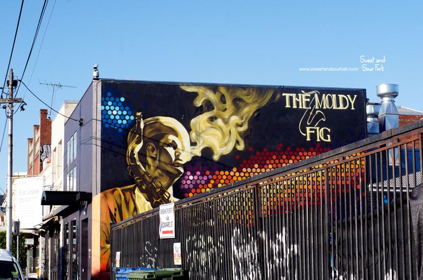 (1) Mural