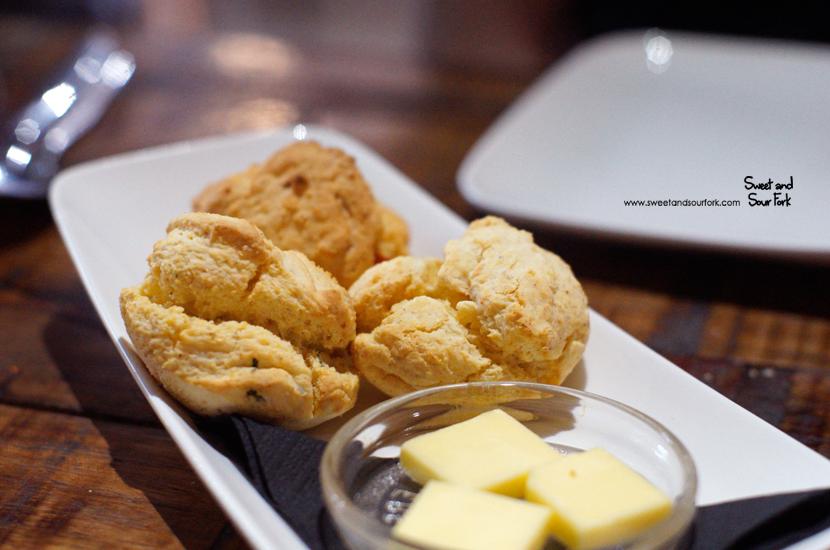 Cornbread ($8, 3pcs)