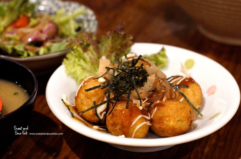 Takoyaki ($7, 6pcs)